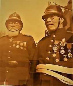 Daniel González Julio (izquierda) y Guillermo Pérez de Arce (derecha), los últimos fundadores de la Novena, 1942.